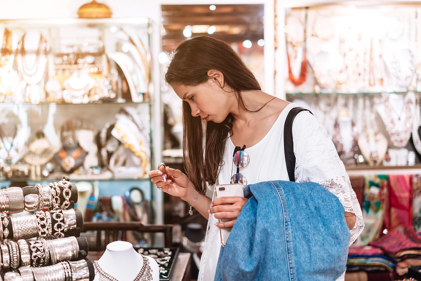 ¿Influyen los medios digitales en la decisión de compra en las tiendas físicas?